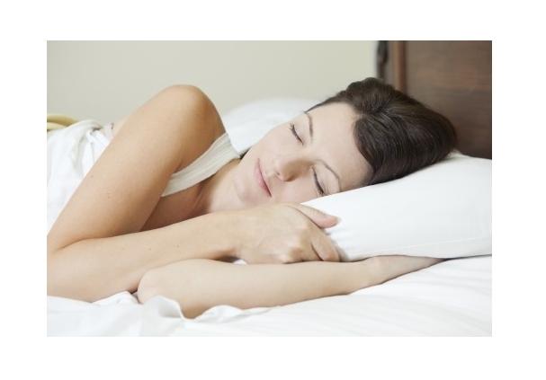 Evite dormir de bruços